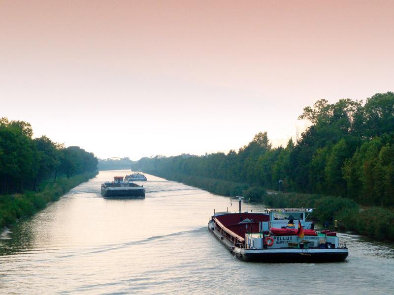 Schiffe ziehen vorbei - Abend am Mittellandkanal