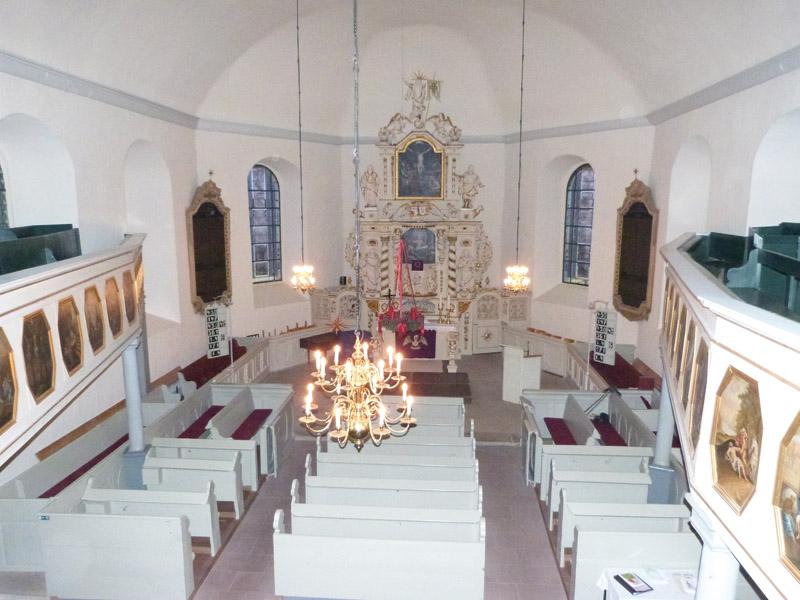 Blick auf das Kirchenschiff in Ilten